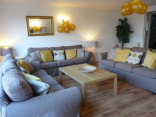 Hen cottage sitting room with sofas